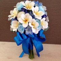 (青色リボン)水色、ホワイトローズ、ブルーデルフィニウム、プルメリアのクラッチブーケ、ブートニア付き