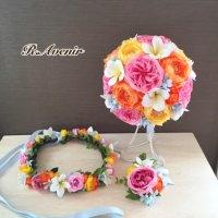 プルメリアとカラフルなお花のラウンドブーケ、ブートニア、花冠付き