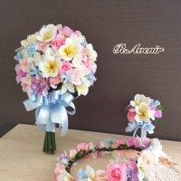 プルメリアとパステルカラーのクラッチブーケ、花冠、ブートニア付き