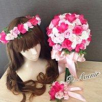ピンクのプルメリアとピンクと白バラのクラッチブーケ、花冠、ブートニア