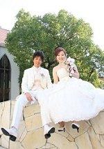 造花ウエディングブーケを持った花嫁の写真アルバムのページ